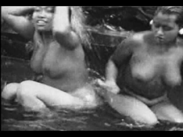 foto wanita bali selalu telanjang dada di tempat umum 100
