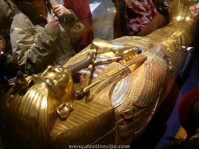 http://4.bp.blogspot.com/_gzXSI8T1208/S7qhghlF3QI/AAAAAAAABQA/QiBhtZYYeqE/s800/Sarcophag_Of_Tutankhamen-Tutankamonov_Sarkofag.JPG